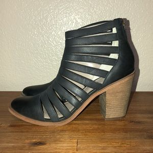 BLACK STRAPPY LEATHER BOOTIES